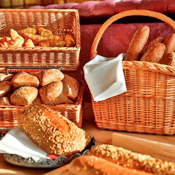 Brotkörbe am Frühstücksbuffet