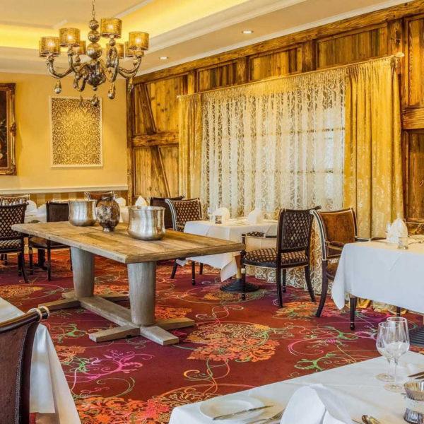 Rustikal-elegantes Ambiente im Restaurant Sandak