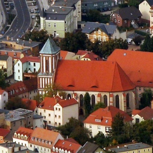 Vogelperspektive auf die Peter-Paul-Kirche in Senftenberg