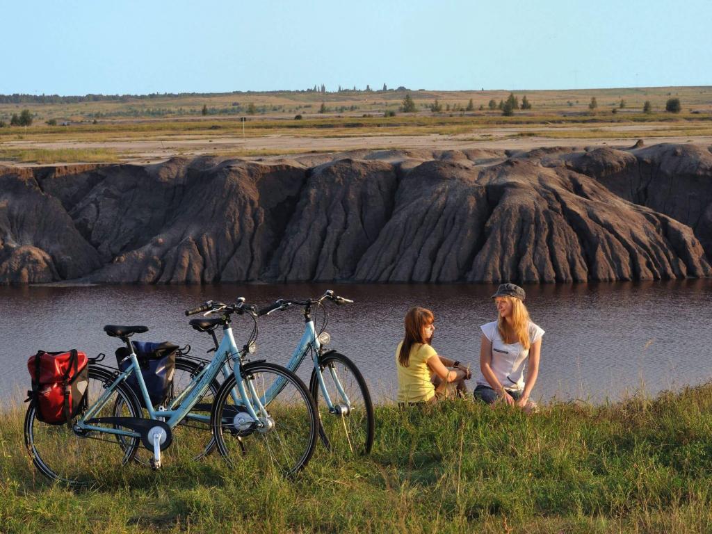 Radlerinnen vor dem Großräschener See