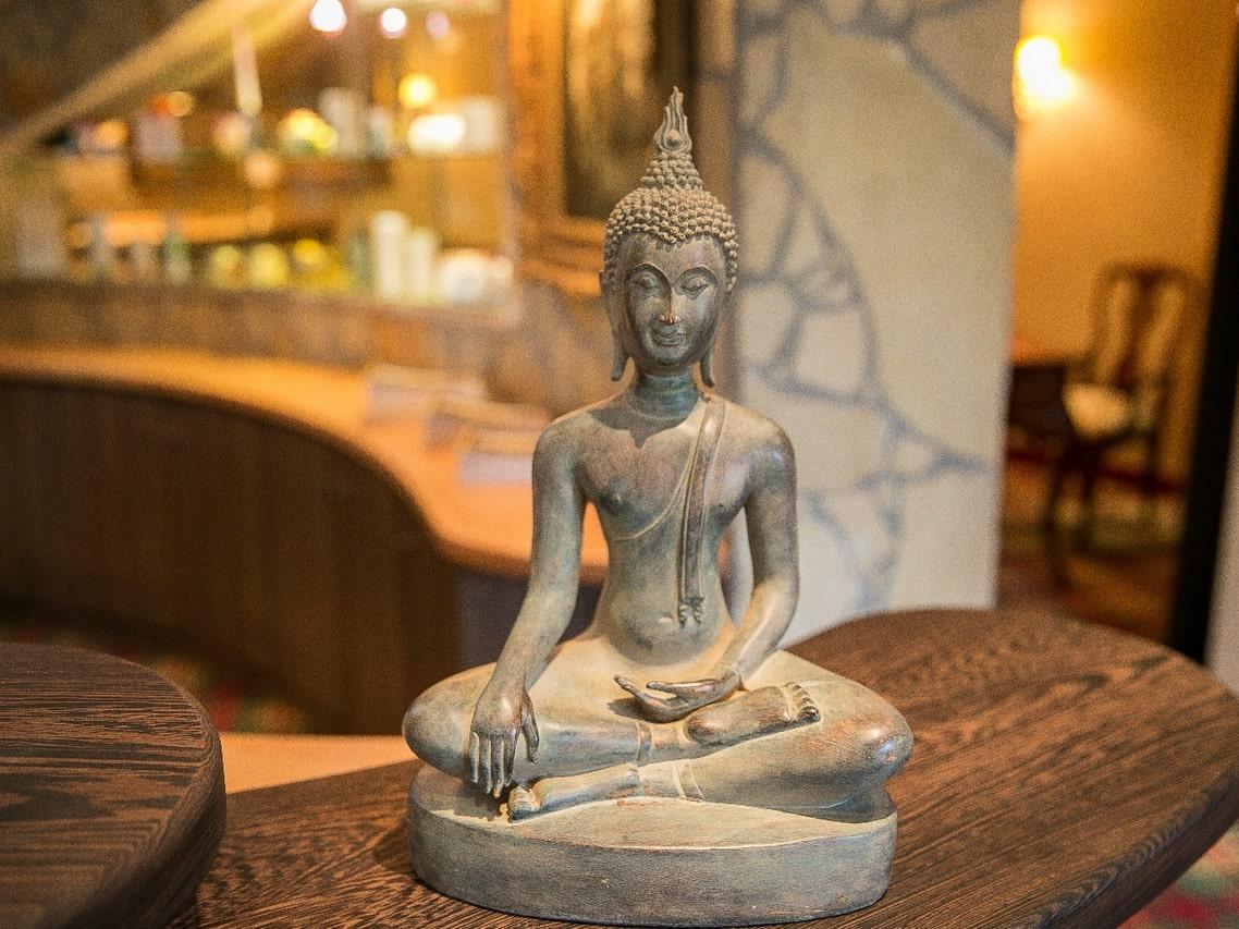 Buddhafigur im Wellnessbereich